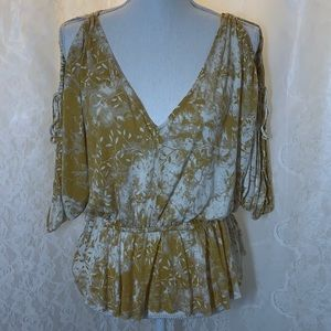 Free people Small P Low V neck and elastic waist